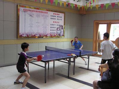 儿童室外乒乓球