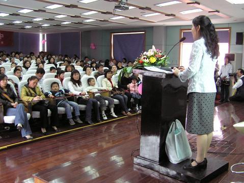 扬州市少儿图书馆举办家庭教育公益讲座
